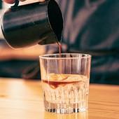O nosso espresso tónico! Já provaste esta combinação? 🥃☺️  #espresso #espressotonico #meeplencoffee #amaterracoffee #coffeetime