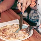 As nossas waffles! Simples, com Nutella,  Kinder Bueno e /ou gelado e muita fruta! Do que estás à espera para vir ter connosco pedir a tua? Até já. 😉🙌  #waffles #waffleswaffleswaffles #waffleslover #meeplencoffee #lanchesdeliciosos #lanchinho #lanche nchinhobom