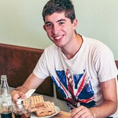 Mais uma classificação de 5* à nossa tosta de Kebab.. Desta vez do nosso amigo Jorge! ☺️ E tu, o que tens a dizer sobre a nossa tosta? 🍞🥪☺️  #tostas #tostakebab #kebab #kebablovers #goodfood #goodlunch #sotast #meeplencoffee #Frango