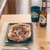 A vosso pedido desenvolvemos uma pizza num formato rectangular em parceria com a Cosmos Pizza! Agora já podes comer as pizzas deliciosas do Gonçalo Dionisio no nosso espaço ou na Cosmos Pizza. 🍕😍  Neste momento temos disponíveis: pizza carbonara, pizza fumeiro e pizza vegetariana. 🤤  #meeplencoffee #cosmospizza #pizzalovers #pizzatime #pizzatime🍕 #thebestpizzas