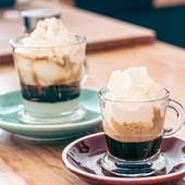 São várias as combinações que podemos fazer com um bom café! ☕ E sabes que mais, Chantilly combina na perfeição, bem como a doçura do leite condensado! Para os mais gulosos fica a nossa sugestão! 🤤 Até já! 😉  #bebidasdoces #gulosos #gordices #coisasboas #coisasboasdavida #leitecondensado #chantilly #chantillycream #sweetcoffee #espressoconpanna #panna