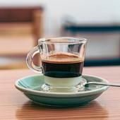 Para ti que és guloso/a!! Consegues resistir a este docinho? ☕🤤  #coffee #leitecondensado #leite #meeplencoffee #sweetcoffee #gulosos